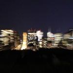 Dunkler Central Park und helle Skyline