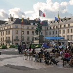 La Marche sur Paris des Indignés auf dem Place du Martroi 3