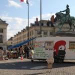 La Marche sur Paris des Indignés auf dem Place du Martroi 2